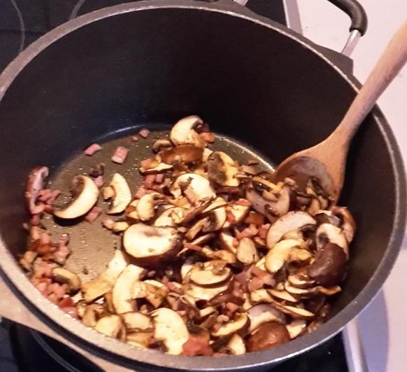 Pilze, Speck anbraten für Boeuf Bourguignon